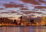 Aluminium Dibond 100×20. 'Mooie wolken lucht boven Rotterdam panorama' van Anton de Zeeuw