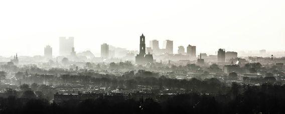 Aluminium Dibond 100×40. 'De Domtoren waakt over Utrecht (zonder bouwkranen)' van Renzo Gerritsen