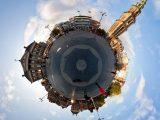 Aluminium Dibond 100×100. 'Planet Grote Markt Groningen' van Frenk Volt