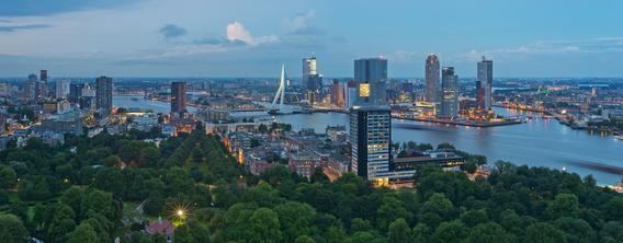 Aluminium Dibond 100×40. 'Panorama Rotterdam / Euromast / Augustus 2013' van Rob de Voogd / zzapback